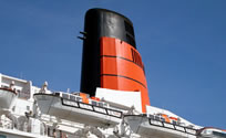 Photograph of QE2's funnel